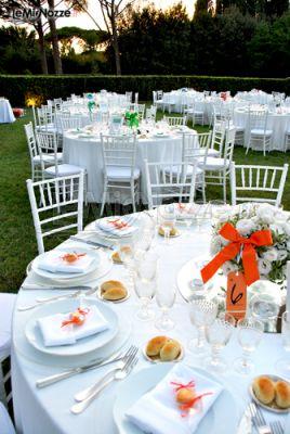 Allestimento country chic di un matrimonio in giardino for Allestimento giardino matrimonio