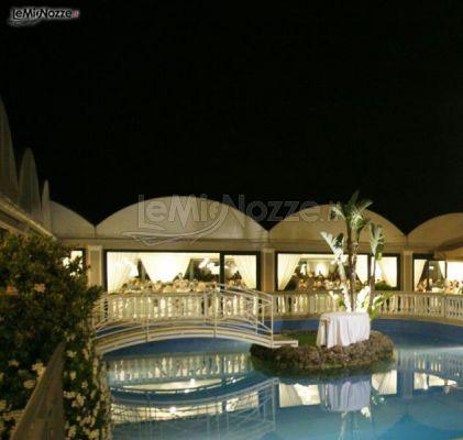 Matrimonio serale a bordo piscina villa posillipo foto 2 for Matrimonio bordo piscina