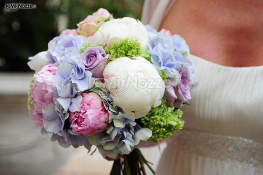 Bouquet per la sposa di peonie, rose e ortensie - Isa Events - Wedding F...