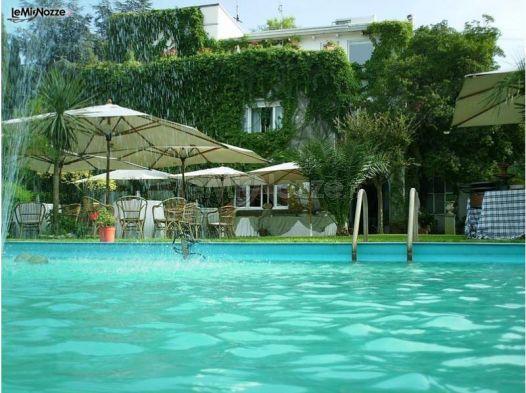 Matrimonio a bordo piscina villa pocci foto 5 for Matrimonio bordo piscina