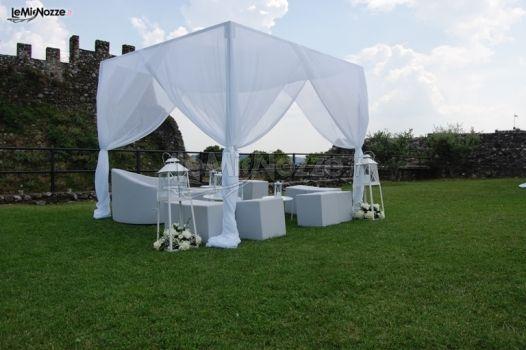 Gazebo Per Matrimonio In Giardino : Gazebo in giardino durante matrimonio estivo rocca