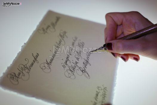 Esempio di partecipazione di nozze eseguita a mano con pennino