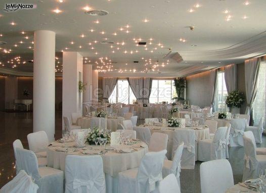 Allestimento sala per il ricevimento di matrimonio - Riva del Sole ...