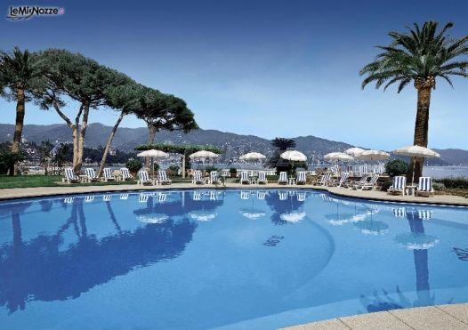 Ricevimento di matrimonio a bordo piscina grand hotel for Matrimonio bordo piscina