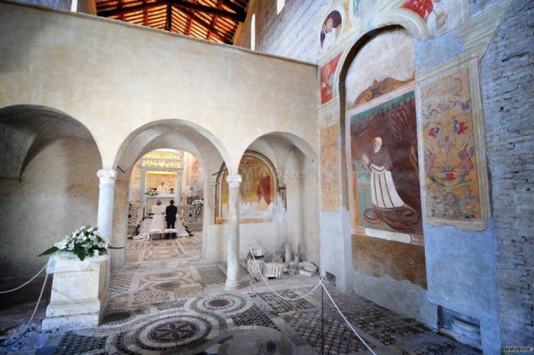 Matrimonio Ponzano Romano : Affreschi della chiesa location abbazia di sant