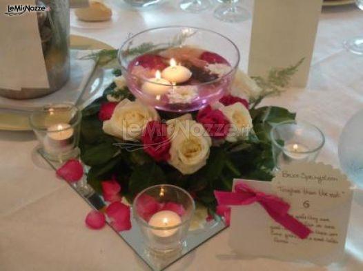 Centrotavola con rose e candele galleggianti lavillotti for Centrotavola matrimonio candele