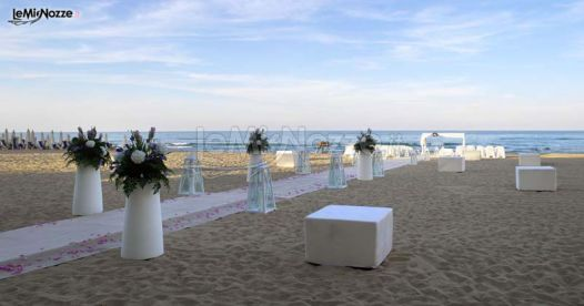 Matrimonio In Spiaggia Addobbi : Foto matrimonio in bianco decorazioni floreali con