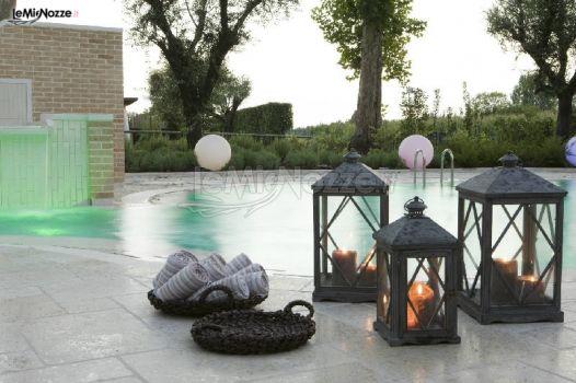 Candele scenografiche a bordo piscina baracca storica for Candele per piscina