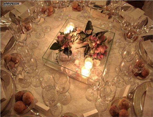 Centrotavola con fiori e candele per la cena di matrimonio l 39 officina degli eventi foto 8 - Centro tavola con candele ...