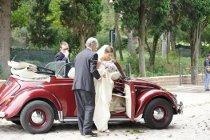 L'arrivo in Chiesa con macchina da cerimonia - Foto Marcello Melis in stile reportage