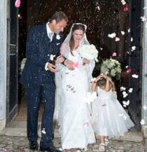 Fotografia del lancio dei petagli agli sposi