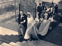 Fotografia anni '50 della sposa verso l'altare