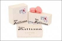 Confezione di macarons di John Galliano - Boutique Ladurée