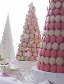Torta nuziale fatta di macarons da Boutique Ladurée