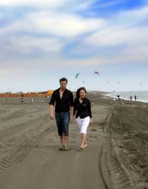 Sposi in riva al mare per il servizio prematrimoniale