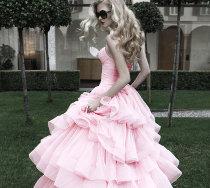 Sposa Diva: abito con balze di plissé rosa di Atelier Aimée Montenapoleone