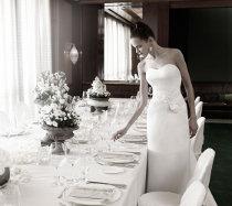 Sposa Minimal-Chic: abito con redingote in organza e duchesse di seta di Atelier Aimée Montenapoleone