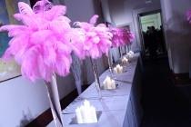 Allestimento di piume rosa a cura di Stylosofie