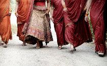 I vestiti degli invitati al matrimonio indiano - Foto di Nabis Foto