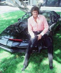 David Hasselhoff, il celebre attore, posa su Kitt