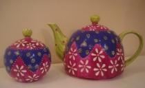 Teiera e zuccheriera decorate a mano come regalo per gli invitati di nozze