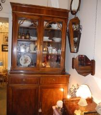 Credenza antica in legno per l'arredamento di casa