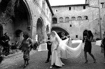 La sposa entra in chiesa accompagnata dal padre