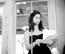 La damigella durante il discorso per gli sposi