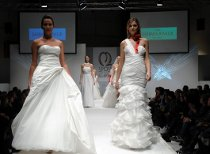 Sfilata di abiti da sposa durante la fiera Sposi nel Nuovo Millennio