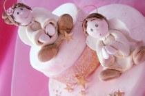 Wedding cake con angioletti di zucchero realizzata da Debora Vena