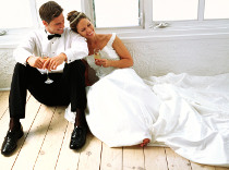 Gli sposi contenti e al sicuro grazie alla Polizza