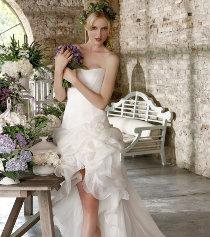 Abito da sposa e bouquet provenzale