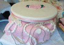 Torta nuziale a cofanetto dove poter mettere tanti regali ideata da Design della Cerimonia