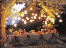 Luce soffusa e di atmosfera per un matrimonio in giardino