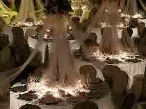 Tavoli con luce soffusa e atmosfera romantica creata da Modo Eventi