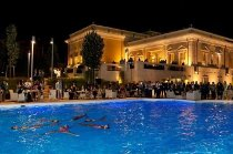 Animazione con nuoto sincronizzato nella piscina della location - Le cirque de l'eau