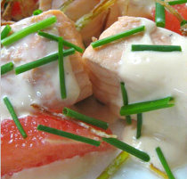 Tranci di pesce con salsa al formaggio preparati da Ville Romane Catering