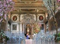 Allestimento moderno per la cerimonia di nozze