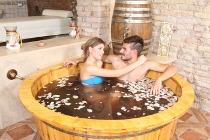 Bagno nel tino per gli sposi presso Terme di Trastevere