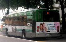 Autobus con l'annuncio di matrimonio