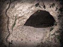Entrata della Grotta degli Amanti di Villa Lattanzi