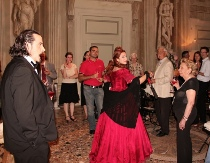 I cantanti lirici ballano con gli invitati - Villa InCanto