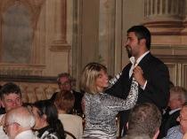Cantante lirico che balla con un'invitata al matrimonio - Villa InCanto