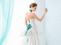 Abiti da sposa dettagli blu