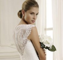 f6b85e845be8 Abito da sposa con retro in pizzo - Nicole Fashion Group