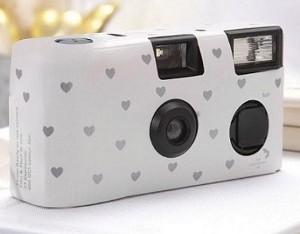 Macchinetta fotografica usa e getta con cuori - € 5,55