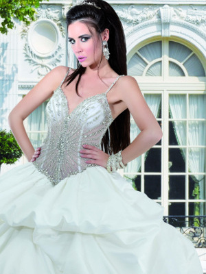 Modello 2: abito da sposa con corpetto Swarovski e gonna drappeggiata
