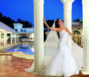 Modello 4: abito da sposa a sirena con Swarovski width=