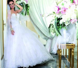 Modello 5: abito da sposa con fascia intrecciata in vita