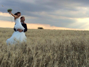 Sposi durante il servizio fotografico presso Masseria Protomastro